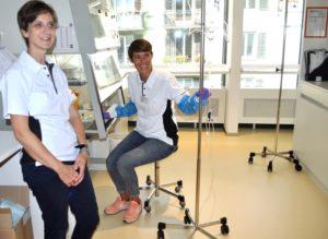 Pflegefachfrauen Anne Deen und Martina Bühler im Laminar Flow